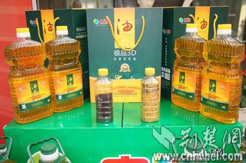 中油菜籽油生�a的�O品3D�皮低�爻跽ゲ俗延�,�I�B成分是普通菜籽色拉油的2-4倍